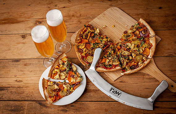 """El mejor cortador de pizza de amazon, el mejor cortador de pizza de amazons, el mejor cuchillo de mezzaluna de amazons, el mejor mezzaluna de wusthof, producto Prime amazon, el mejor cortador de pizza en línea, el mejor cortador de rocker en línea, mezzaluna de pizza, utensilio de cocina, mezzaluna de pizza, paleta de pizza, mecedora de pizza, pizza hoja de balancín, cortador de balancines de pizza, cortador de balancines de pizza, cuchillo de balancines de pizza, cuchillo de balancines de pizza, rebanador de pizza, rebanador de pizza, bandeja de pizza, cuchillo de cocina de balancines, cortador de ensalada, cuchillo de picador de ensalada, triturador de vegetales, cuchillos nuevos elementos de vida, cuchillos de refuerzo, Reubferfer mezzaluna de 12 pulgadas, cuchillo de mezzaluna de acero inoxidable de 12 """"de The Bold Bee."""