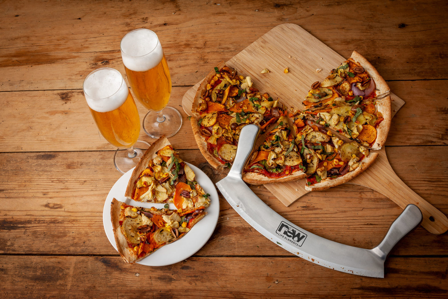 pizza and beer,ebay australia,stainless steel pizza cutter,best pizza cutter in Australia,mezzaluna pizza cutter australia